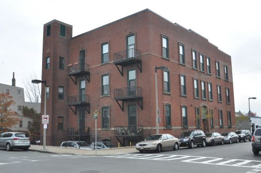 Click for 125 B Lofts slideshow